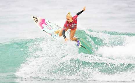 PICTURED is Kirsten Ogden ripping at North Cronulla. PHOTO: Wes Lonergan/Surfing NSW.