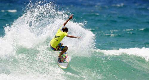Coast surfer Dane Bird has beaten former world champion Mark Occhilupo on day three of the Burton Toyota Pro.
