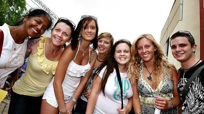 Mates at the Uni (l-r) Rosh, Gerry, Tegan, Zoe, Olivia, Marlya and Harry during Orientation Week in 2010.  Photo:Barry Leddicoat/Sunshine Coast Daily.