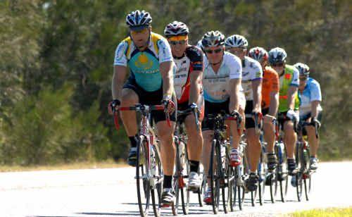 Cyclists along Yamba Road head towards Maclean.