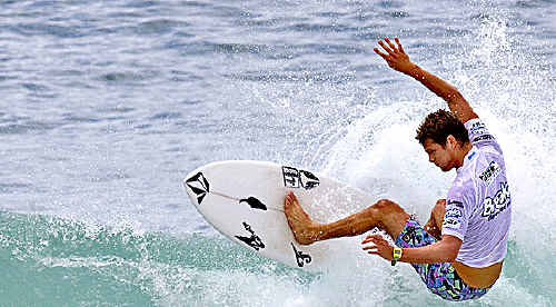 Chris Friend progresses to the next round at Burleigh Heads.