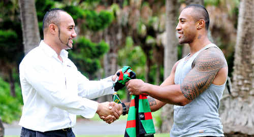 Roy Asotasi hands a fully signed jersey to Freddie Suaesi.