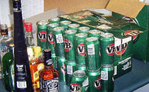 Opportune thieves stole alcohol after a bottle shop's alarm failed.