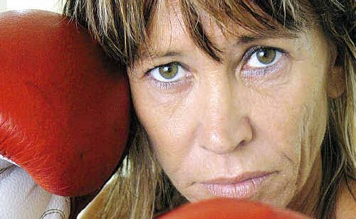 Hervey Bay mum Linda Casboult is aiming to be a big hit in her first boxing bout tonight. She'll be one of three fighters from the Bay in action in Caloundra.