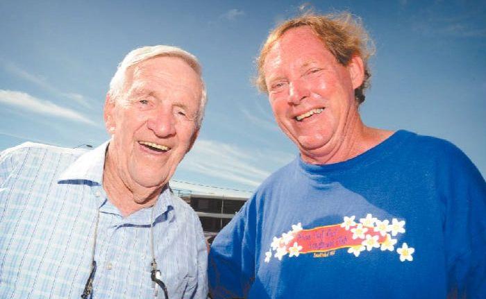 CRICKET TRAGICS: Former Australian cricketer from the Bradman era Sam Loxton and Clarence Valley artist Graham Mackie at Yamba yesterday.