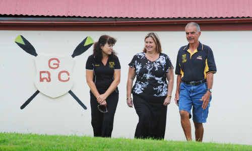 Grafton Rowing Club secretary Lyndall Burchell (left) with (right) president Greg Thompson and Margaret McKenna of Walkers Marina Hotel.