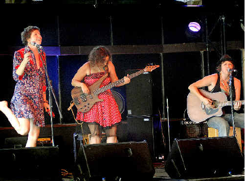 The Hussy Hicks of Tallebudgera win the Busking over Byron original music competition at the Beach Hotel for a spot in the Bluesfest line-up.
