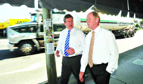 FIRST HAND: Opposition leader Barry O'Farrell speaking to Coffs Harbour MP Andrew Fraser about his own brush with danger on the highway.