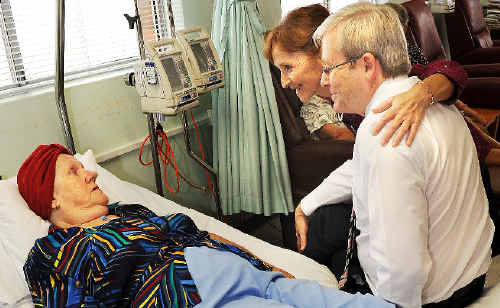 Help on the way: Lismore Base Hospital cancer unit patient Joyce Mulley, of North Lismore, relates her own battle with cancer to Prime Minister Kevin Rudd and Federal Page MP Janelle Saffin during their visit to the hospital yesterday.