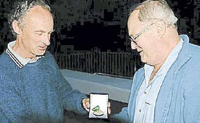 Eric Andrews (right) receives his medal from ACT orienteer David Hogg.