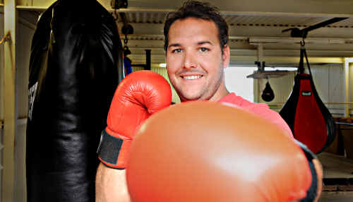 After recently joining the ranks of Karma Boxing, amateur Ryan Jones has not wasted any time in notching his first victory. Jones won his first outing in the ring in Nambour last weekend, requiring only 30 seconds to execute the victory.