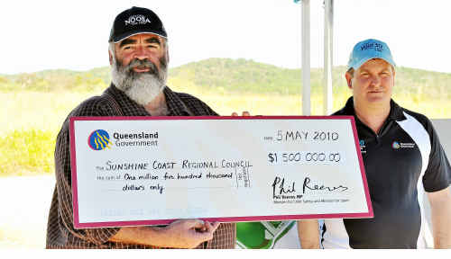 Bob Abbot and Sports Minister Phil Reeves with a cheque for $1.5 million.