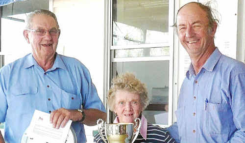 Jock Sullivan with Irene Byrnes, daughter of Stafford Burey, who presented the trophy in his memory to A-grade aggregate winner Rob Bondfield.