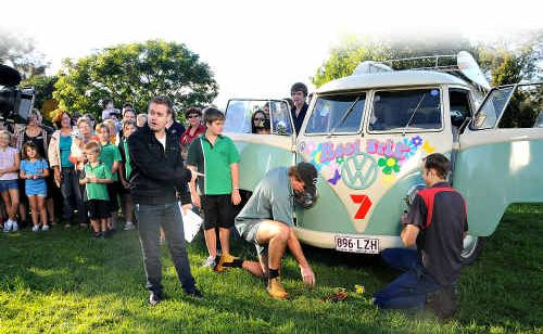 Grant Denyer gets local auto electricians Ian Hoy and mechanic Peter Weller to fix the Road Trip Kombi.