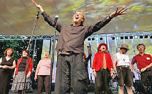 Peter Lehner on stage with the Sydney Street Choir.