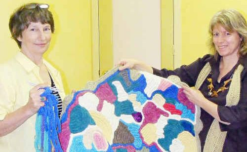 Rosemary Sutherland will hold a knitting class today with Ruth Power.