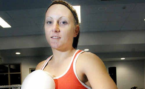 SHELLEY Watts, pictured early in her amateur boxing career which started in northern New South Wales, has come a long way since she took up the sport in 2010 due to a football injury. Picture: Jay Cronan.