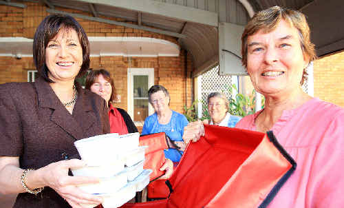 Richmond MP Justine Elliot with Nola Bell and Lyn Hartley, Alice Thompson and Eileen Crofts of Murwillumbah Meals on Wheels.