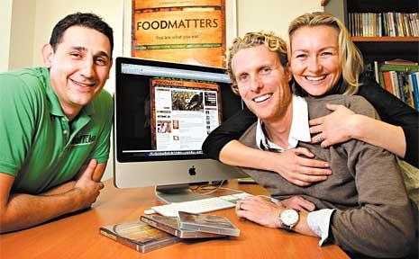 Managing director of Traffika Matt Forman (left) shows Food Matters Directors James Colquhorn and Laurentine ten Bosch how to optimise their web presence.