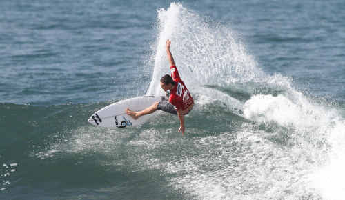 Caloundra 19-year-old Nick McDonald gets to work at the Billabong Pro Junior Pro in Bali yesterday.