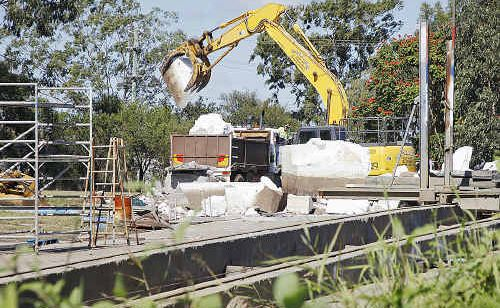 Mary River's public pontoon is scrapped on Wednesday.