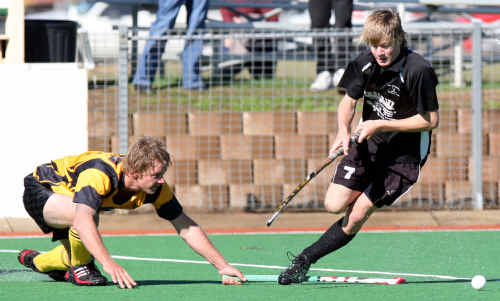 Damo Noffke, of the All Blacks, beats a lunging tackle from Rovers' fullback Duane Pyke. Both will be in action in semi-final hockey this weekend.