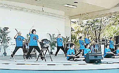 Sho-Ryu-Daiko Japanese drumming ensemble at Toolooa State School.