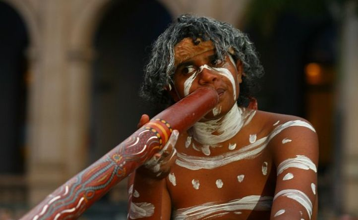 THE Koombamerri tribe will be putting on Aboriginal shows at Dreamworld this September.