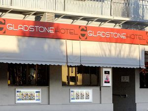 Man charged after alleged glassing at Gladstone hotel