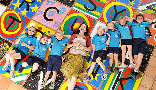 Artist Alicia Murphy with Gympie Central School student helpers Peta Kishawi, Kane Holbert, Tyson Kretschmer, Liam Kishawi, Mitchell Absalon, and Lilly and Jack Carswell.