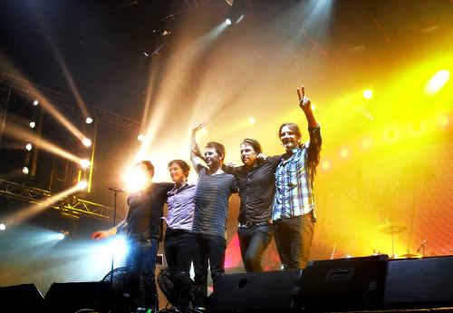 Powderfinger say a final goodbye to the crowd after an electrifying performance.