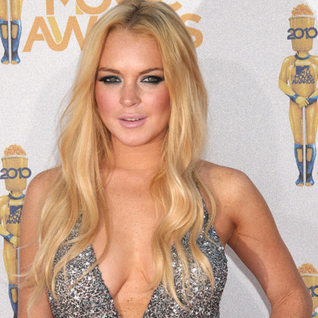 Lindsay Lohan is reportedly in talks to play Elizabeth Taylor.