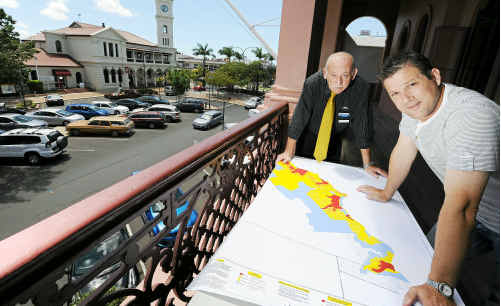 Disaster management officer Mal Churchill discusses emergency plans with Councillor Dave Batt.
