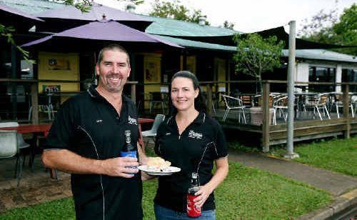 Darren and Tamara Corr have settled into life in the Pioneer Valley after leasing the popular Pinnacle Pub.