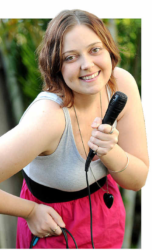 Uni student Amy Clough is heading off to Sydney to rub shoulders with celebrities at the Aria Awards.