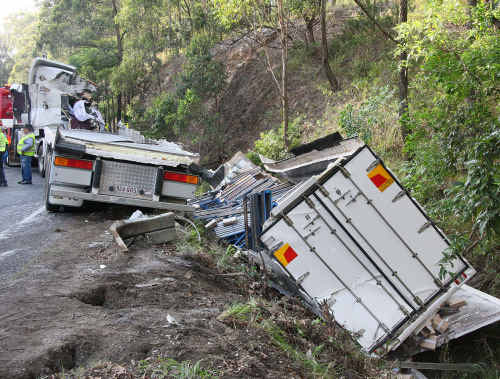 Coffs Clarence Local Area Command have commenced an investigation into the circumstances surrounding the death of a man in a truck crash at Urunga on Tuesday morning.