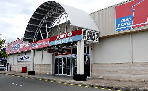 Staff at Sam's Warehouse and KB Auto One in Maroochydore have been forced to cope with a faulty air conditioner.