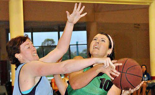 The Magic's Sonia Ryan works the defence on The Shockers Tahirih McLeod.