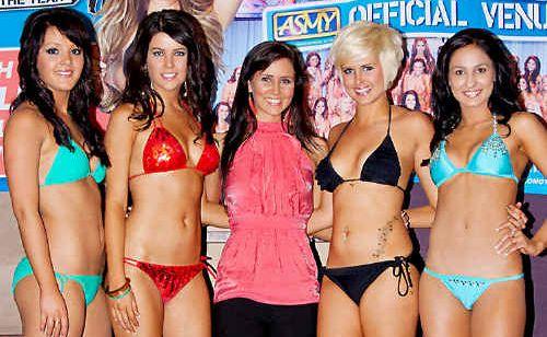 Looking glamorous at the Shamrock Hotel on Thursday night are heat winners (from left) Kara Way, Shayley Smith, event organiser Laree Hogg, Vanessa Coonan and Maree Maye.