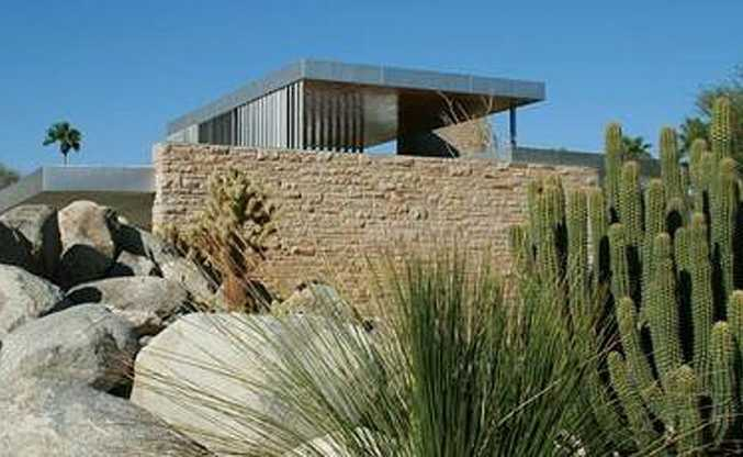 Architecture exhibiting Desert Modernism in Palm Springs.