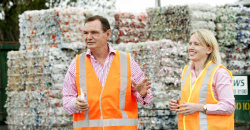 Ipswich Mayor Paul Pisasale and Climate Change and Sustainability Minister Kate Jones make rubbish reduction a priority.