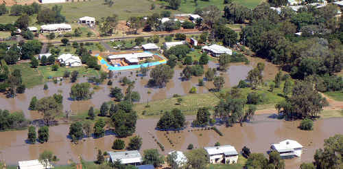 A swollen Balonne River is lapping the outskirts of St George. It is predicted to peak above 14 metres on Saturday.