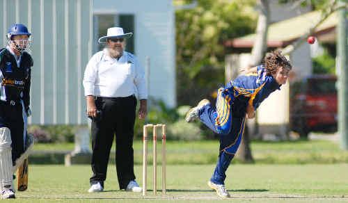 Souths' Del Simone bowls against Farleigh.