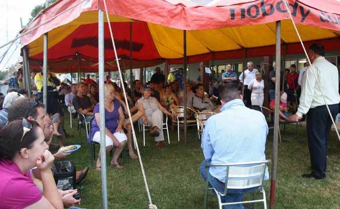 Lockyer Valley Regional council Mayor Steve Jones addresses Murphys Creek residents at a special meeting.