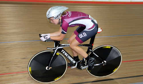 Emily Roper on her way to the Australian under-19 pursuit title earlier this month.