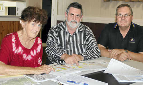 Allora resident Maureen Shearing with landscape architect Stephen Palmer and Southern Downs Regional Council engineering services director Peter See. Photo by Gerard Walsh