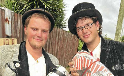 Matthias Suter and Tilman Flechner are travelling around the world in the traditional way, according to the rules of their guilds.