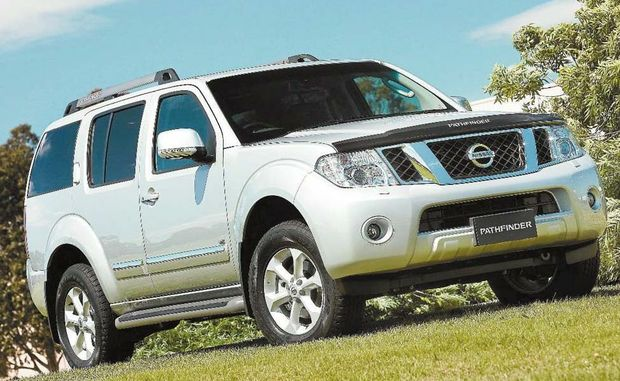 The Nissan Pathfinder TI comes with cruise control, Bluetooth, dual zone air-conditioning, heated seats, xenon headlights, reversing camera and self-folding mirrors as standard.