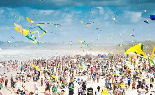 Thousands turn out to watch a previous Kites and Bikes Festival at Brunswick Heads.