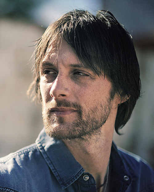 One of the leading lights of the Australian country music scene, singer/songwriter Shane Nicholson, will play Bluesfest.